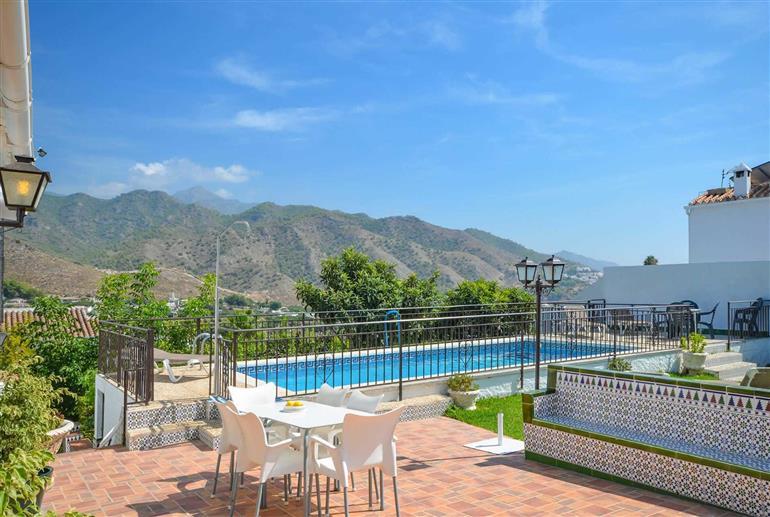 Garden and pool at Villa Casa Loly, Nerja
