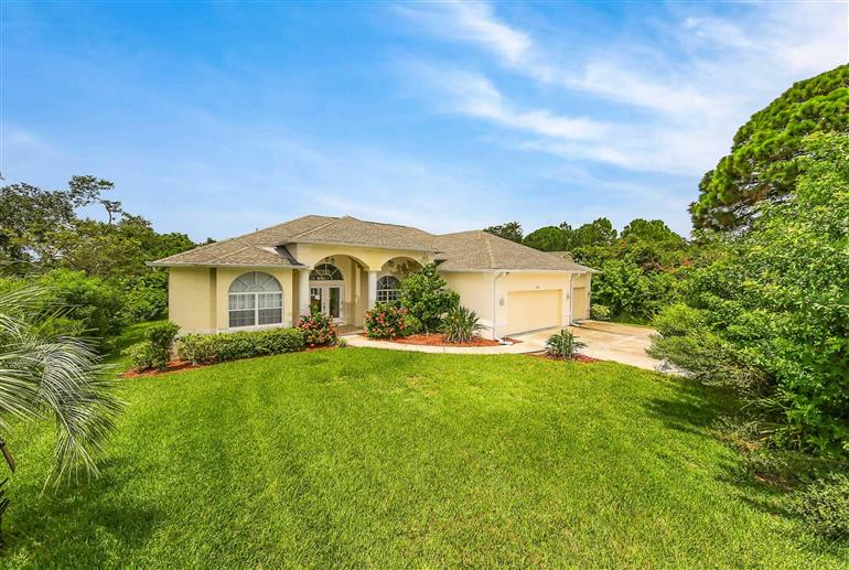 Garden at Villa Everglades, Englewood