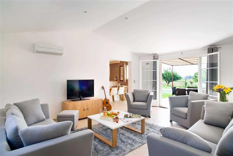 Living room in 3 Bed Villas Domaine, Saint Saturnin les Apt