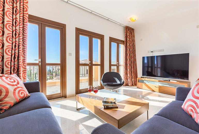 Living room in Apartment Alexander Heights Premium AR11, Aphrodite Hills