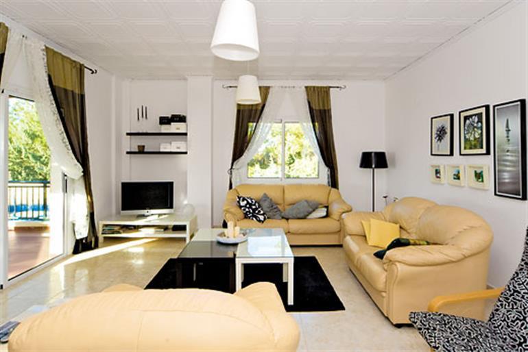 Living room in Pine Retreat, Argaka