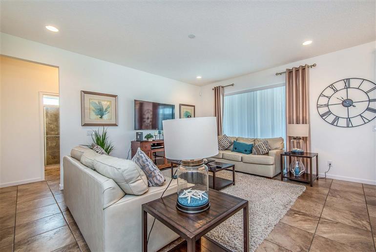 Living room in Villa 4164 Oaktree drive, Solterra Resort