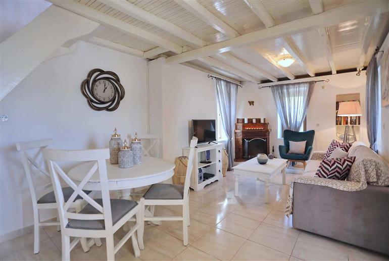 Living room in Villa Fotini Kalivi, Raches