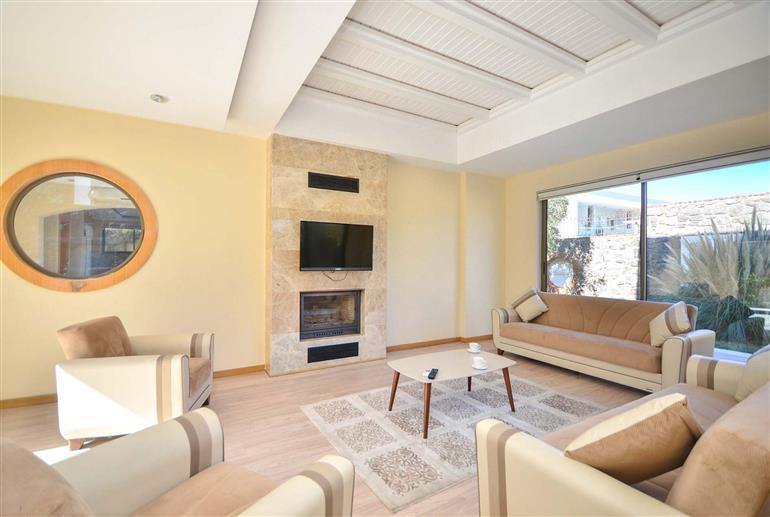 Living room in Villa Zehra, Torba