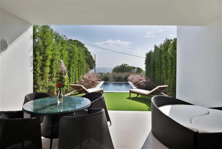 Living room with garden views in Villa Rafael I, Sao Rafael
