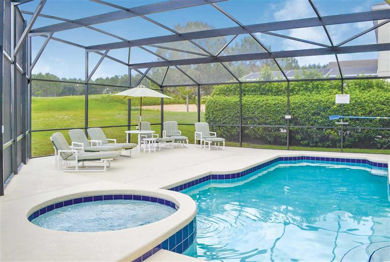 Swimming pool and hot tub at Villa Hazel, Highlands Reserve