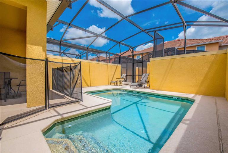 Swimming pool at Villa California Palm, Paradise Palms