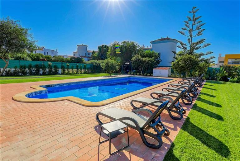 Swimming pool at Villa Casa das Tilias, Gale