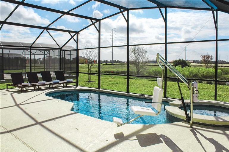 Swimming pool at Villa Crofton Springs, New Providence