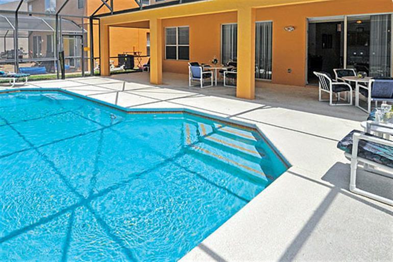 Swimming pool at Villa Dahlia Executive, Seasons