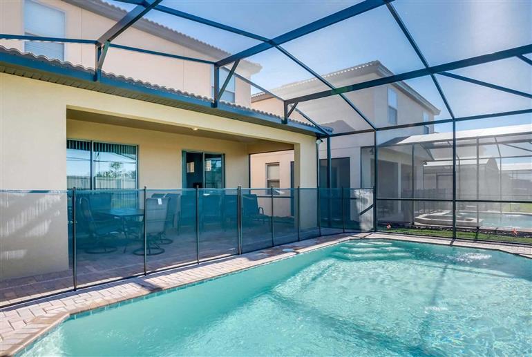 Swimming pool at Villa Dandylion, Windsor at Westside