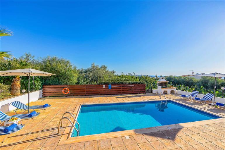 Swimming pool at Villa Golden Coralia I, Coral Bay