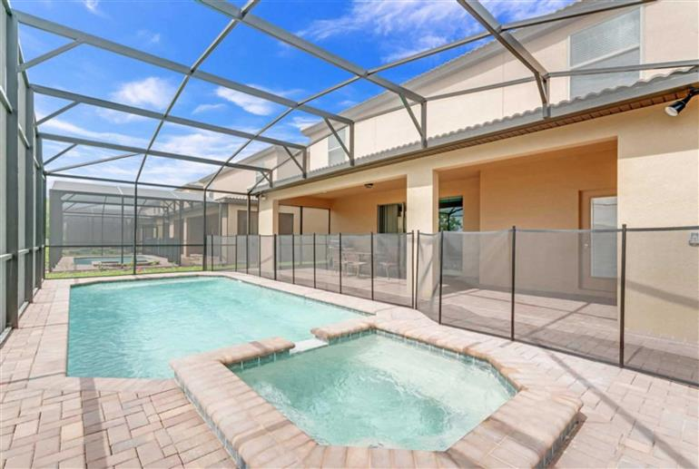 Swimming pool at Villa Lima, Windsor at Westside