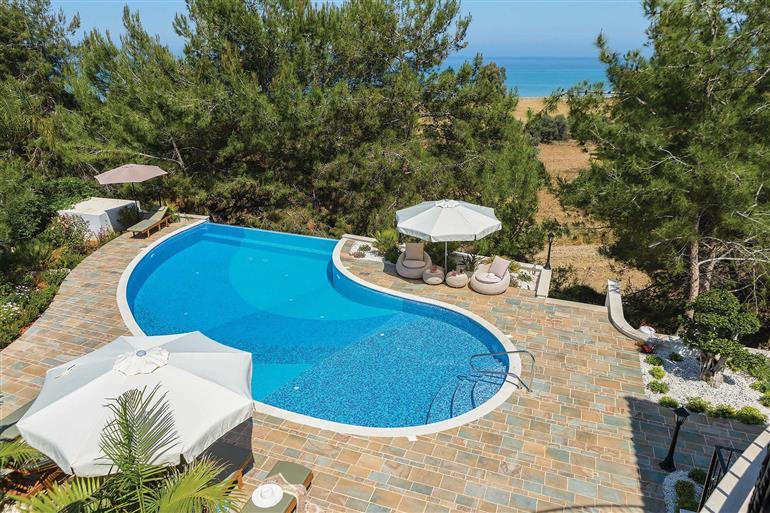 Swimming pool at Villa Paradise Garden, Argaka