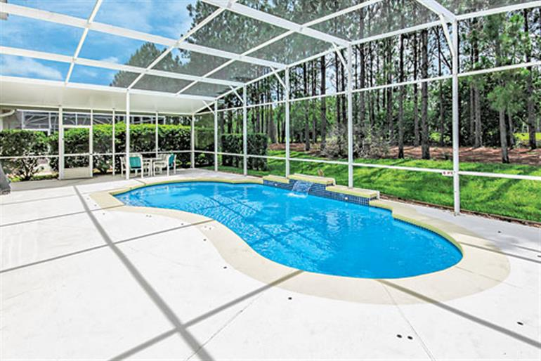 Swimming pool at Villa Pine Tree Executive Plus