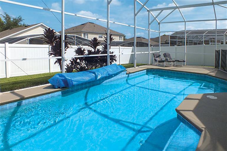 Swimming pool at Villa Riviera Executive, Orlando - Florida