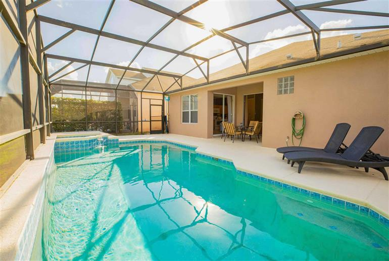 Swimming pool at Villa Windsor Palms 5 bed Ocean, Windsor Palms