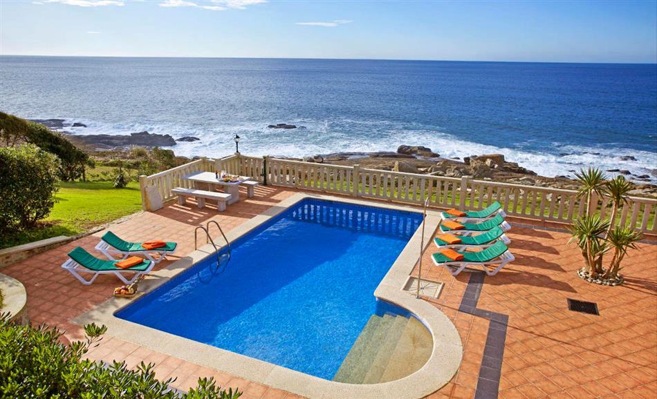 The swimming pool at Villa Rosal in Baiona and Nigran, Spain